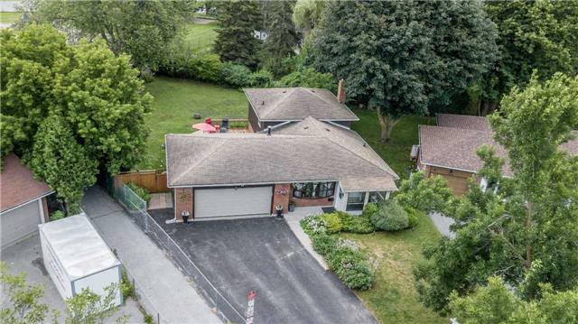 Detached at 17 Grand Pl, Barrie, Ontario. Image 9