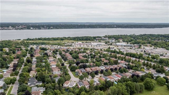 Detached at 17 Grand Pl, Barrie, Ontario. Image 10