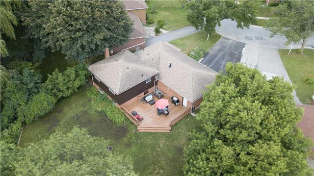 Detached at 17 Grand Pl, Barrie, Ontario. Image 11