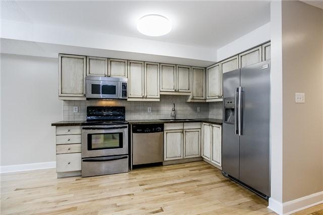 Condo Apartment at 15 Cheltenham Rd, Unit 5, Barrie, Ontario. Image 4