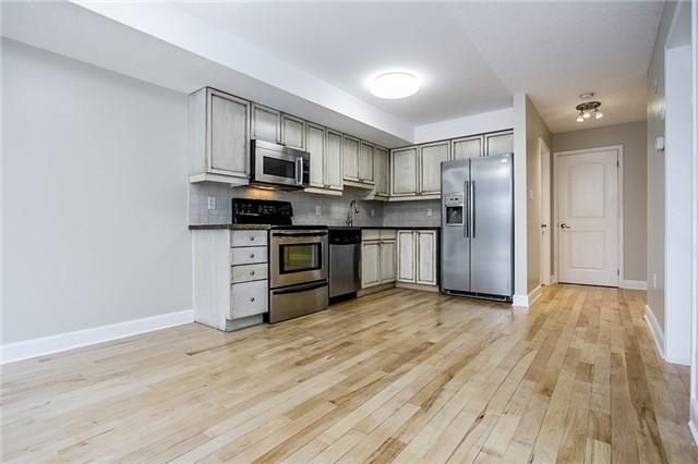 Condo Apartment at 15 Cheltenham Rd, Unit 5, Barrie, Ontario. Image 5