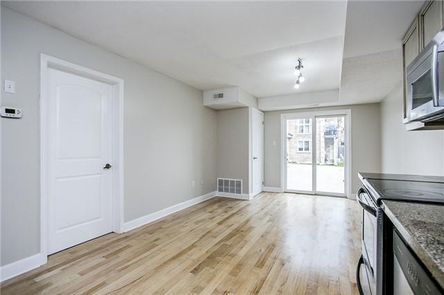 Condo Apartment at 15 Cheltenham Rd, Unit 5, Barrie, Ontario. Image 6