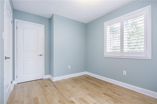 Condo Apartment at 15 Cheltenham Rd, Unit 5, Barrie, Ontario. Image 8