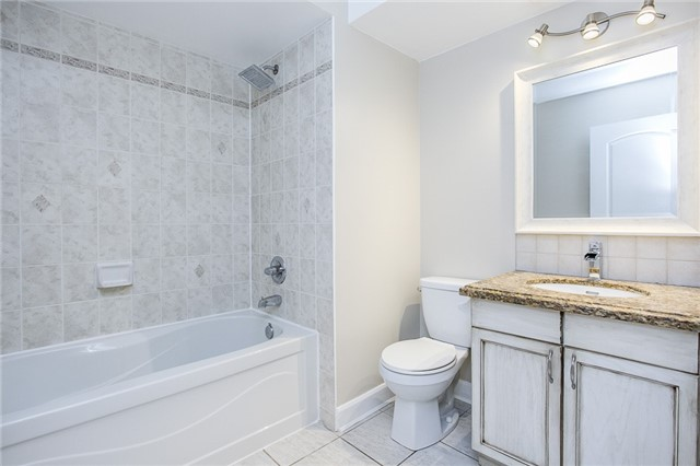 Condo Apartment at 15 Cheltenham Rd, Unit 5, Barrie, Ontario. Image 9
