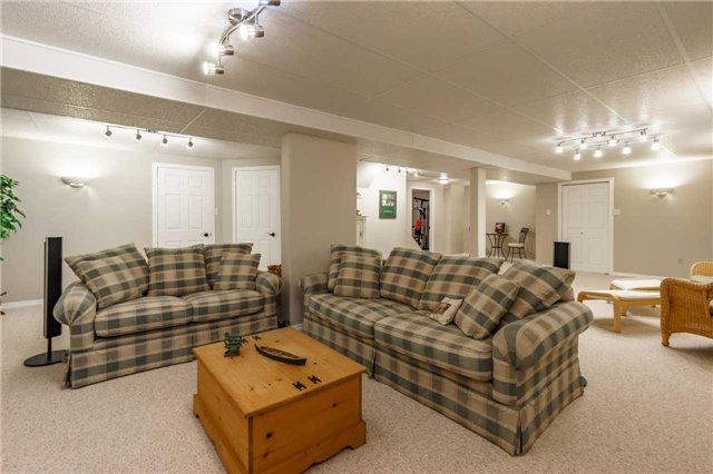 Detached at 41 Benson Dr, Barrie, Ontario. Image 17