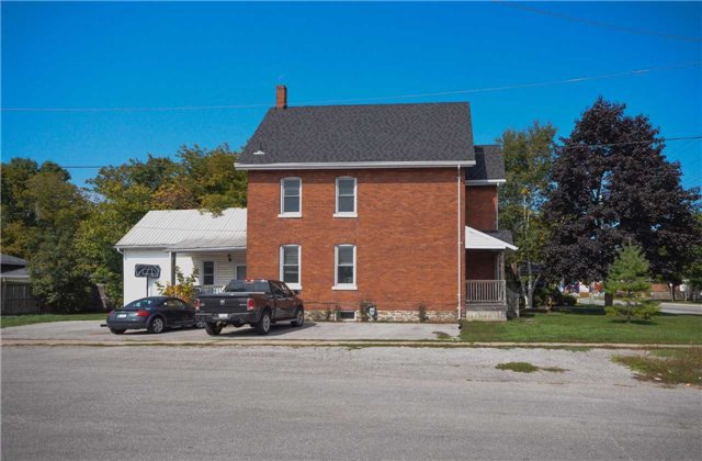 Detached at 20 Yonge St S, Springwater, Ontario. Image 10
