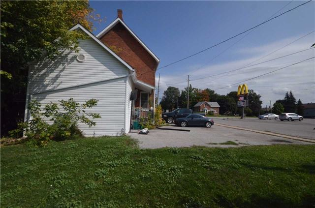 Detached at 20 Yonge St S, Springwater, Ontario. Image 12