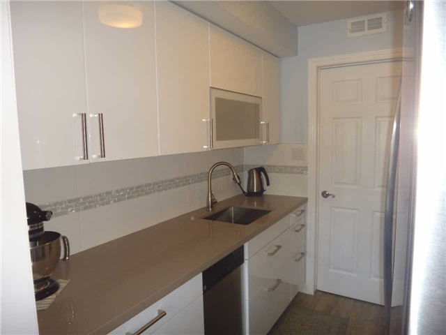 Condo Townhouse at 506 Essa Rd, Unit 35, Barrie, Ontario. Image 4