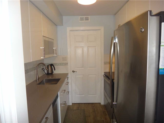 Condo Townhouse at 506 Essa Rd, Unit 35, Barrie, Ontario. Image 5
