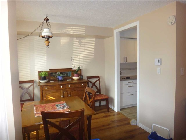 Condo Townhouse at 506 Essa Rd, Unit 35, Barrie, Ontario. Image 6