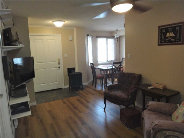 Condo Townhouse at 506 Essa Rd, Unit 35, Barrie, Ontario. Image 8