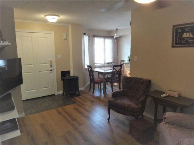 Condo Townhouse at 506 Essa Rd, Unit 35, Barrie, Ontario. Image 9