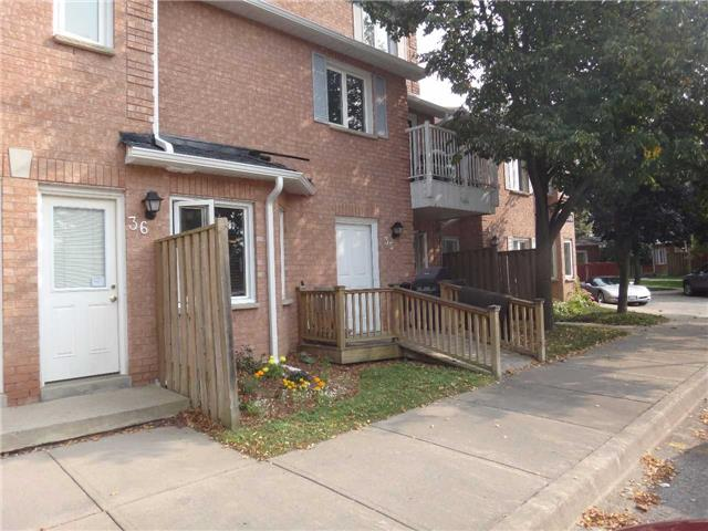 Condo Townhouse at 506 Essa Rd, Unit 35, Barrie, Ontario. Image 2
