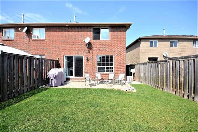 Townhouse at 9 Coronation Pkwy, Barrie, Ontario. Image 12