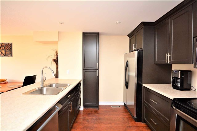 Townhouse at 9 Coronation Pkwy, Barrie, Ontario. Image 17