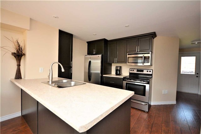 Townhouse at 9 Coronation Pkwy, Barrie, Ontario. Image 18