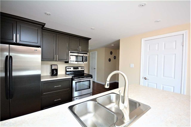Townhouse at 9 Coronation Pkwy, Barrie, Ontario. Image 3