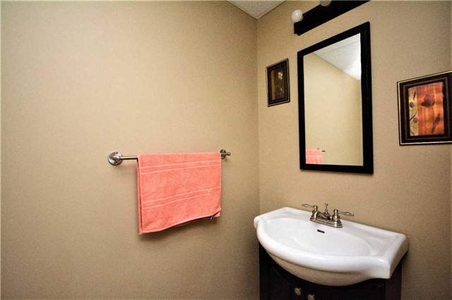 Townhouse at 9 Coronation Pkwy, Barrie, Ontario. Image 13
