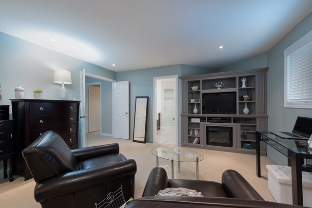 Detached at 29 Willow Fern Dr, Barrie, Ontario. Image 2