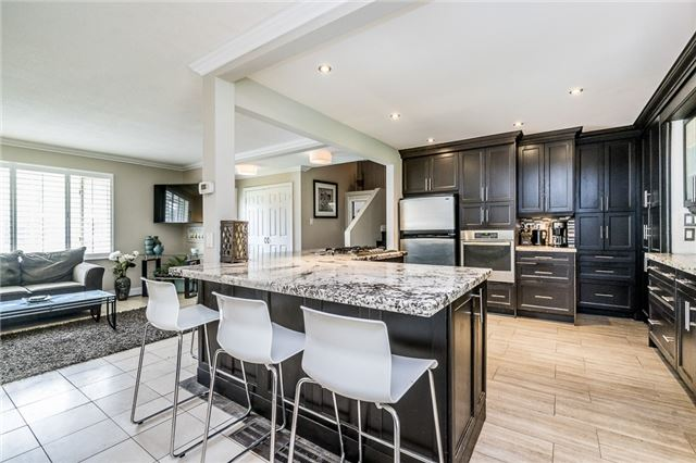 Detached at 255 Pine Dr, Barrie, Ontario. Image 10