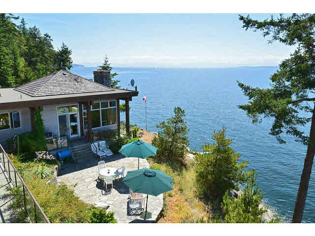 Detached at 11579 SUNSHINE COAST HIGHWAY, Sunshine Coast, British Columbia. Image 2