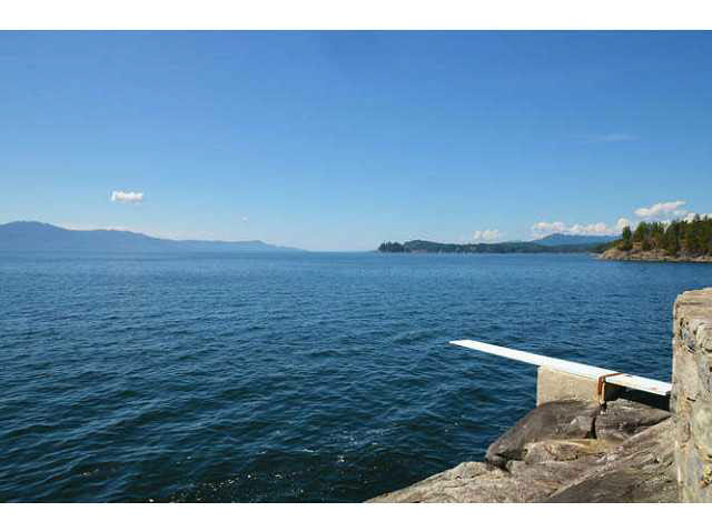 Detached at 11579 SUNSHINE COAST HIGHWAY, Sunshine Coast, British Columbia. Image 5