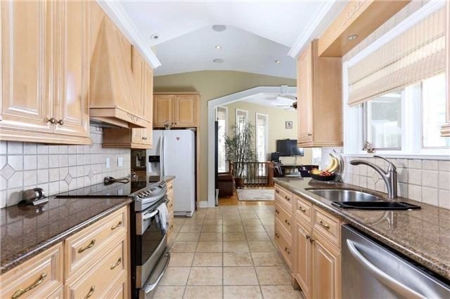 Detached at 1373 Aldo Dr, Mississauga, Ontario. Image 14