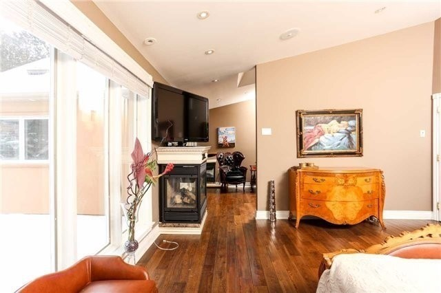 Detached at 1373 Aldo Dr, Mississauga, Ontario. Image 4