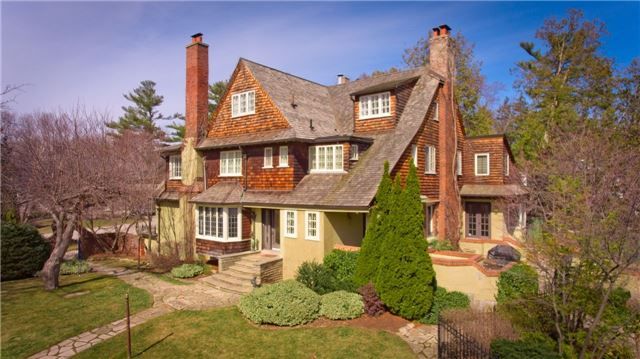 Detached at 135 Watson Ave, Oakville, Ontario. Image 1
