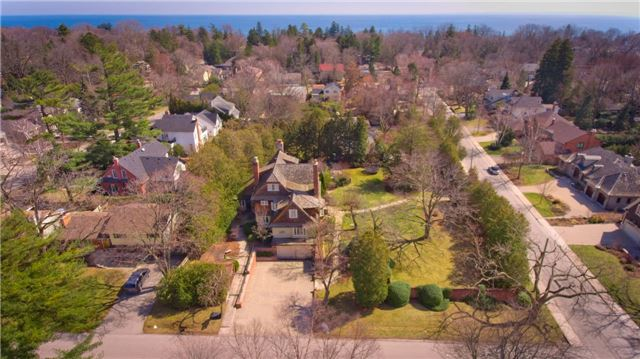 Detached at 135 Watson Ave, Oakville, Ontario. Image 12