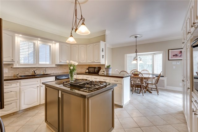 Detached at 135 Watson Ave, Oakville, Ontario. Image 2
