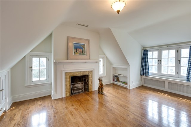Detached at 135 Watson Ave, Oakville, Ontario. Image 8