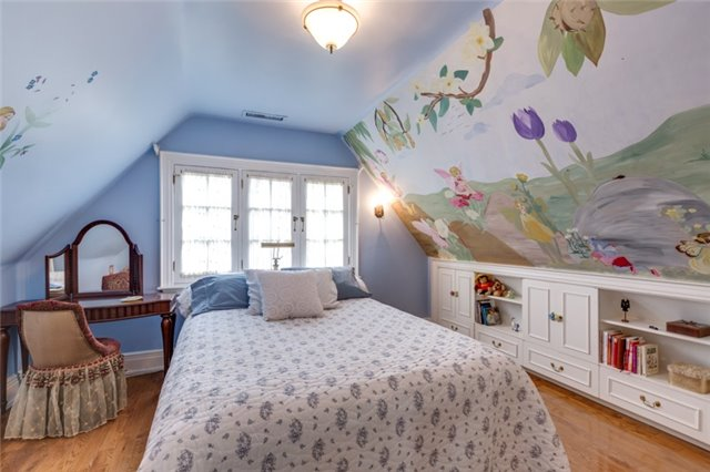 Detached at 135 Watson Ave, Oakville, Ontario. Image 10