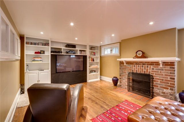 Detached at 135 Watson Ave, Oakville, Ontario. Image 11