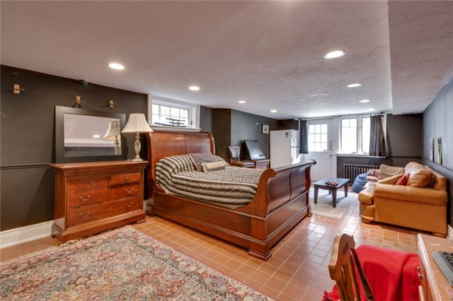 Detached at 135 Watson Ave, Oakville, Ontario. Image 13