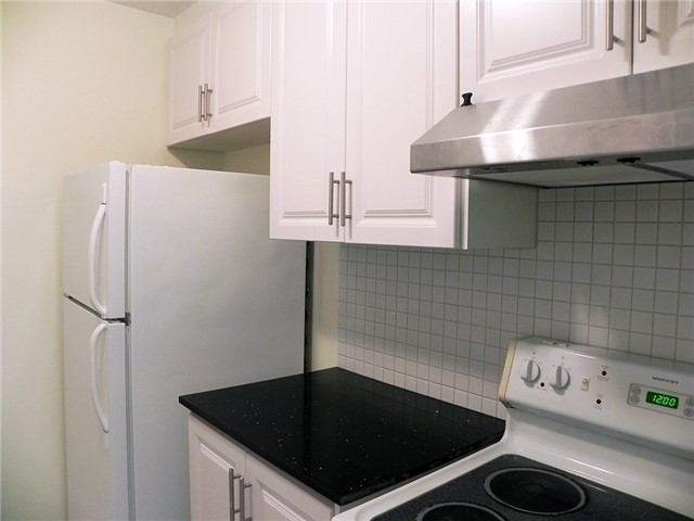 Condo Townhouse at 35 Four Winds Dr, Unit 11, Toronto, Ontario. Image 17