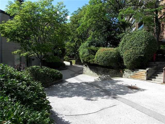 Condo Townhouse at 35 Four Winds Dr, Unit 11, Toronto, Ontario. Image 10