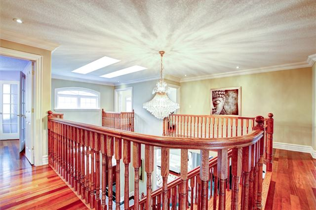 Detached at 4 Dempsey Crt, Caledon, Ontario. Image 2