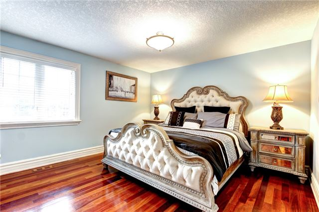 Detached at 4 Dempsey Crt, Caledon, Ontario. Image 3