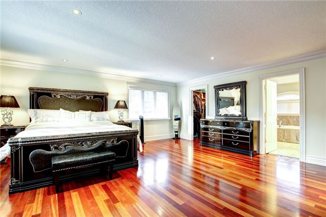 Detached at 4 Dempsey Crt, Caledon, Ontario. Image 6