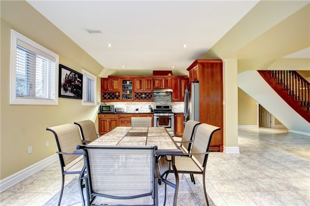 Detached at 4 Dempsey Crt, Caledon, Ontario. Image 10