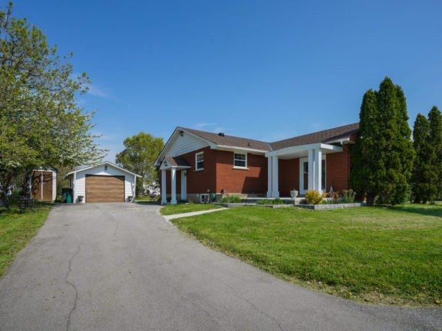 Detached at 211 Burnhamthorpe Rd W, Oakville, Ontario. Image 16