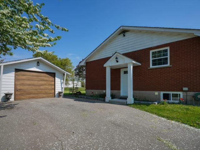 Detached at 211 Burnhamthorpe Rd W, Oakville, Ontario. Image 17