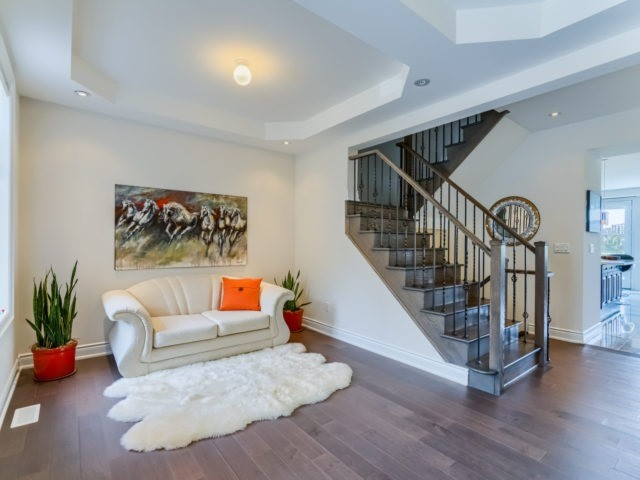 Link at 2437 Chateau Common, Oakville, Ontario. Image 12