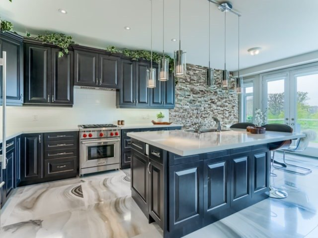 Link at 2437 Chateau Common, Oakville, Ontario. Image 14