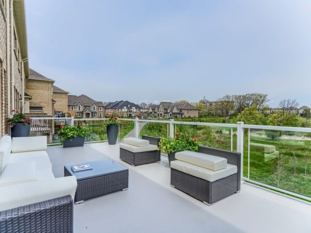Link at 2437 Chateau Common, Oakville, Ontario. Image 19