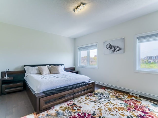 Link at 2437 Chateau Common, Oakville, Ontario. Image 20