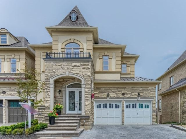Link at 2437 Chateau Common, Oakville, Ontario. Image 13