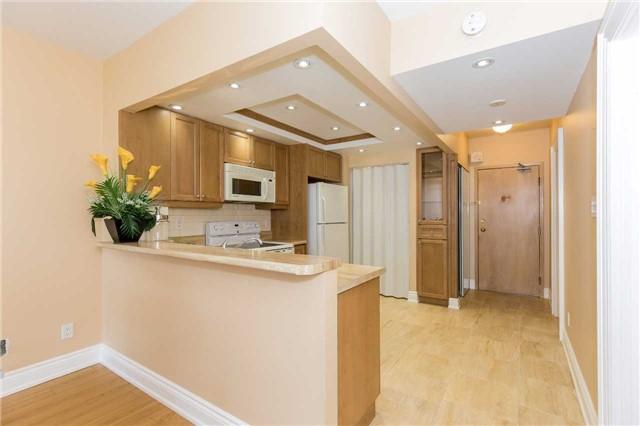 Condo Apartment at 415 Locust St, Unit 404, Burlington, Ontario. Image 14