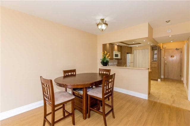 Condo Apartment at 415 Locust St, Unit 404, Burlington, Ontario. Image 16